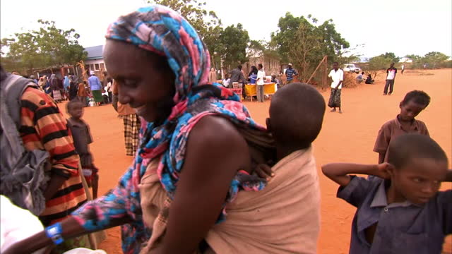 as the famine across the horn of africa worsens, tens of thousands of somalis have been forced to travel to the capital mogadishu, in a desperate... - horn of africa stock videos & royalty-free footage