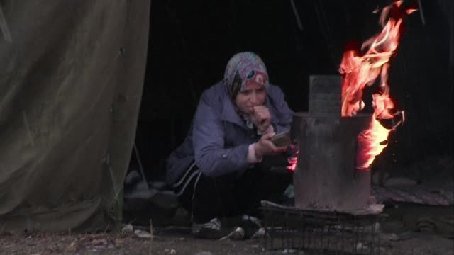 as the first winter snows fell on bulgaria this week thousands of refugees crammed into makeshift camps many of them syrians fleeing fighting in... - makeshift stock videos and b-roll footage