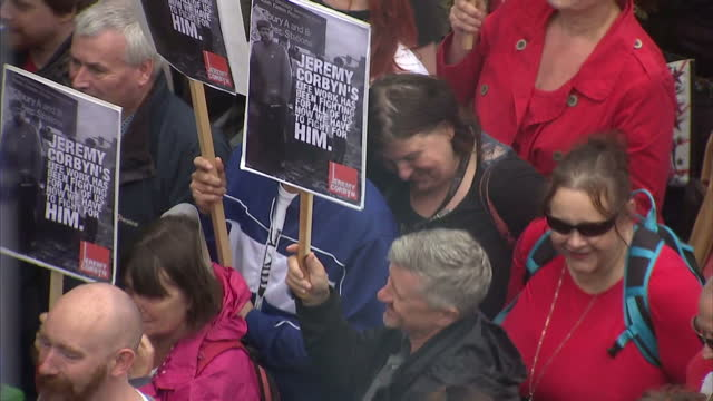 stockvideo's en b-roll-footage met as the united kingdom reels after a brexit vote and jeremy corbyn's leadership of the labour party is put into question corbyn supporters marched on... - labor partij