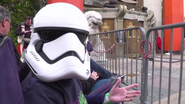as the world premiere of the rise of skywalker is taking place at the tcl chinese theater on monday night hard core star wars fans wait outside the... - tcl chinese theater stock-videos und b-roll-filmmaterial
