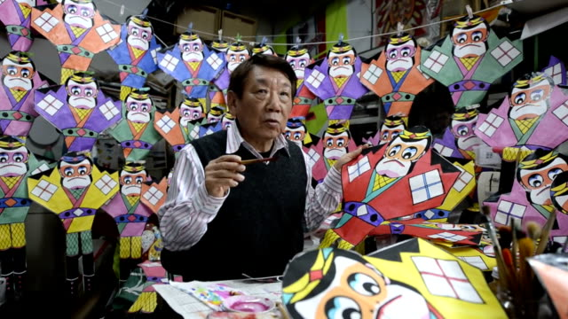 As the year of monkey is just around the corner Japanese craftsmen are busy making monkeyshaped kites At a workshop in Sapporo Mitsuo Tanaka is...