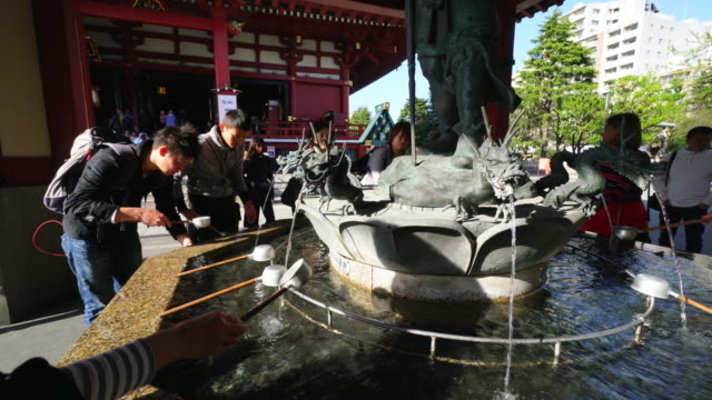 vídeos de stock, filmes e b-roll de asakusa kannon temple is an ancient buddhist temple located in asakusa tokyo japan it is tokyo's oldest temple and one of its most significant... - templo asakusa kannon