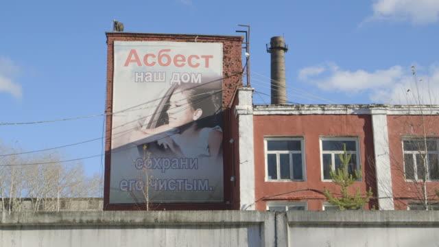 asbest town billboard, montage - asbest stock-videos und b-roll-filmmaterial