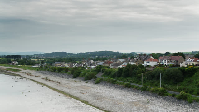 ヘストバンク、ランカシャーのビーチと町の上昇空中 - ランカシャー点の映像素材/bロール