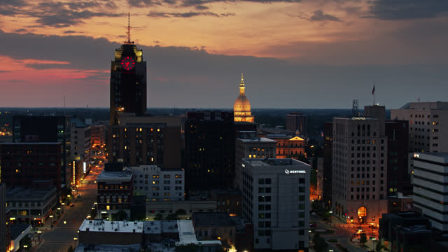 ascending drone shot of lansing, michigan after sunset - lansing stock videos & royalty-free footage