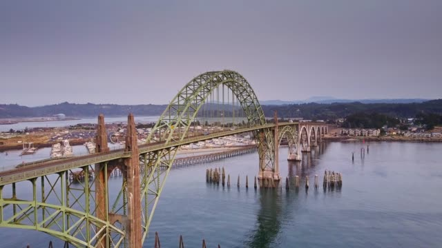 ascending drone shot of yaquina bay bridge, oregon - 1936 stock videos & royalty-free footage