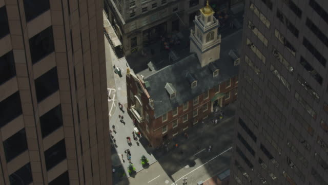 ascending shot of the old state house - museo video stock e b–roll