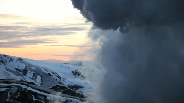 ash cloud in the sky of the icelandic volcano eyjafjallajokull, april 2010 - 2010 個影片檔及 b 捲影像