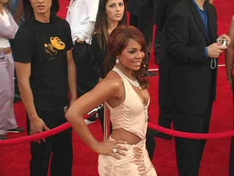 vidéos et rushes de ashanti at the 32nd annual american music awards red carpet at shrine auditorium in los angeles, california. - shrine auditorium