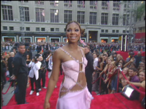 ashanti walking down the 2003 mtv video music awards red carpet - 2003年点の映像素材/bロール