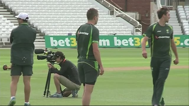 australia train ahead of 4th test; england: nottinghamshire: trent bridge: ext various of australia cricket team training on pitch and in nets - squadra di cricket video stock e b–roll