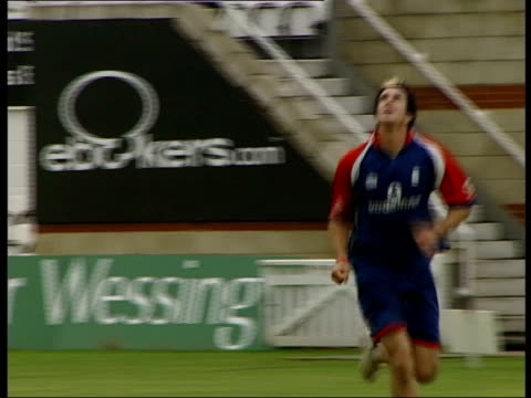 Fifth test buildup ENGLAND London The Oval Kevin Pietersen catches ball during training session LS unidentified England batsmen practicing batting in...