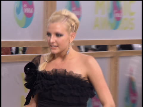 Ashlee Simpson arriving to the 2005 MTV Video Music Awards preshow No audio
