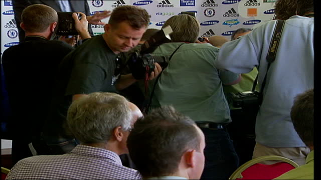 london stamford bridge int back view of photographers at press conference close up of ashley cole sat at press conferecne pull press pan ashley cole... - 賃貸契約点の映像素材/bロール
