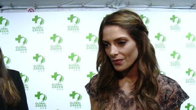 vídeos de stock, filmes e b-roll de interview ashley greene on being at the event on making the planet greener and on the upcoming academy awards at the global green usa 12th annual... - oscar party
