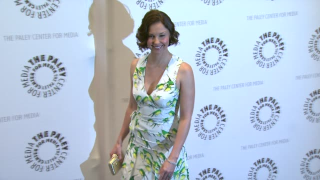 vídeos de stock, filmes e b-roll de ashley judd at premiere screening and panel with new abc series missing on 4/10/12 in beverly hills, ca. - ashley judd