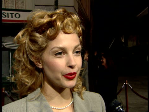 Ashley Judd gives an interview at the premiere for the movie Heat
