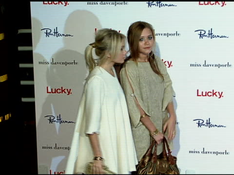vídeos de stock, filmes e b-roll de ashley olsen and mary kate olsen at the miss davenporte trunk show hosted by lucky magazine at ron herman in los angeles california on november 17... - mary kate olsen