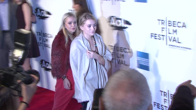 vídeos de stock, filmes e b-roll de ashley olsen and mary-kate olsen at the 2011 tribeca film festival - opening night - world premiere of 'the union' at new york ny. - mary kate olsen