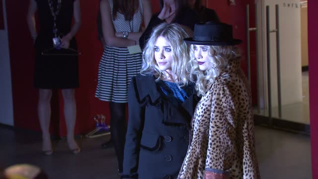 ashley olsen and mary-kate olsen at the moma's second annual film benefit honoring tim burton at new york ny. - アシュレー・オルセン点の映像素材/bロール