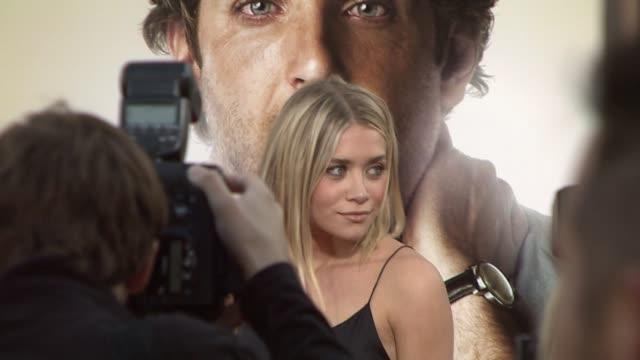 ashley olsen at the 'the hangover' premiere at hollywood ca - una notte da leoni video 2009 video stock e b–roll