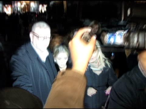 ashley olsen at the tommy hilfiger show at the celebrity sightings in new york at new york ny. - ashley olsen bildbanksvideor och videomaterial från bakom kulisserna