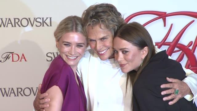 ashley olsen, lauren hutton and mary-kate olsen at 2012 cfda fashion awards - arrivals on in new york - アシュレー・オルセン点の映像素材/bロール