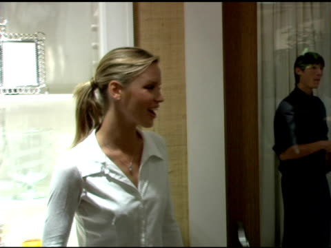 ashley scott at the opening of their new williamssonoma home store at williamssonoma store in beverly hills california on september 29 2005 - williams sonoma stock videos & royalty-free footage
