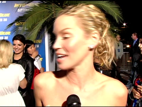 ashley scott on being blonde again, on changing her hair color a lot, on beign a new bride, on getting engaged while on the set of this film, on... - tauchgerät stock-videos und b-roll-filmmaterial