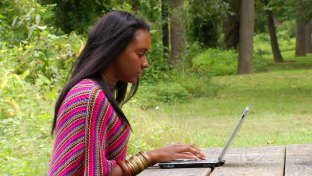 ashley's laptop profil ms1 - indianischer abstammung stock-videos und b-roll-filmmaterial
