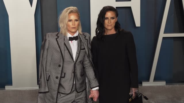 ashlyn harris and ali krieger at vanity fair oscar party at wallis annenberg center for the performing arts on february 09, 2020 in beverly hills,... - vanity fair oscarparty stock-videos und b-roll-filmmaterial