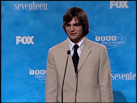 ashton kutcher at the 1999 teen choice awards at barker hanger in santa monica california on august 1 1999 - ashton kutcher stock-videos und b-roll-filmmaterial