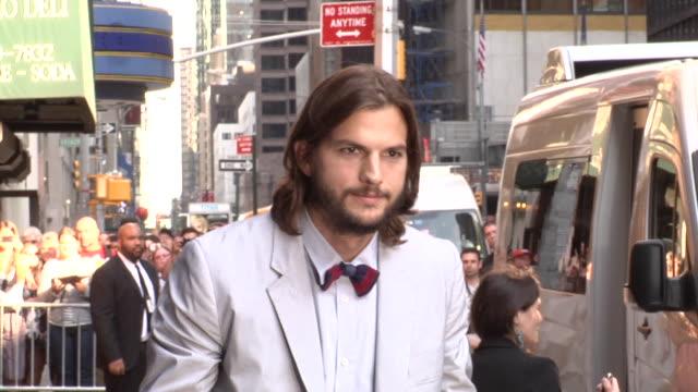 ashton kutcher at the late show in new york 8/24/11 - ashton kutcher stock-videos und b-roll-filmmaterial