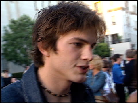 ashton kutcher at the premiere of 'the score' at paramount studios in hollywood, california on july 9, 2001. - ashton kutcher stock videos & royalty-free footage