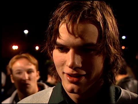 ashton kutcher at the 'varsity blues' premiere at paramount lot in hollywood california on january 7 1999 - ashton kutcher stock-videos und b-roll-filmmaterial