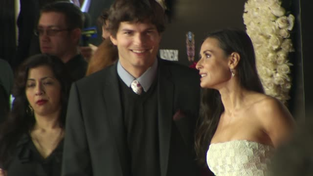 Ashton Kutcher Demi Moore at the 'Valentine's Day' Premiere at Hollywood CA