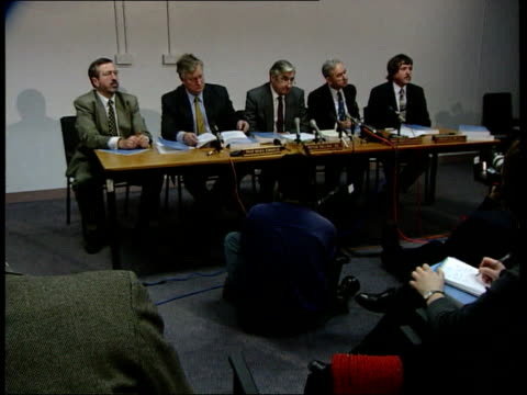 inquiry team headed by peter fallon at press conference peter fallon press conference sot calls for ashworth hospital to be closed down order ref... - pressekonferenz stock-videos und b-roll-filmmaterial