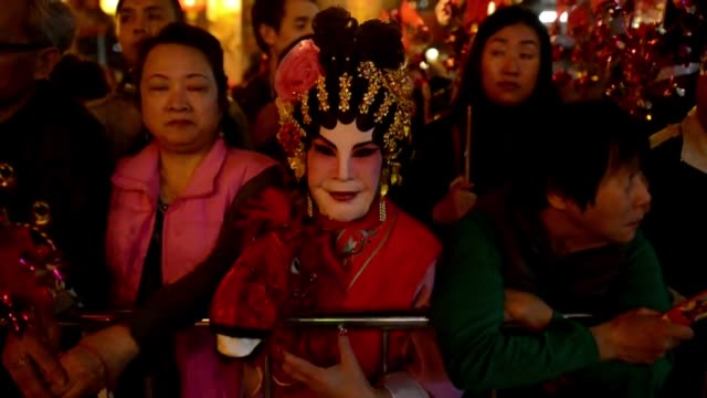 asia celebraba este viernes su entrada en el ano del caballo el animal mas popular del calendario lunar por detrás del dragon voiced asia entra en el... - entrada stock videos and b-roll footage