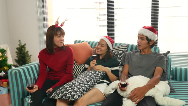 vidéos et rushes de fête de noël de l'asie - party social event