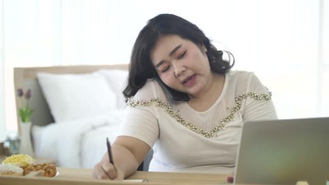 vídeos de stock e filmes b-roll de asia freelance business women - workshop
