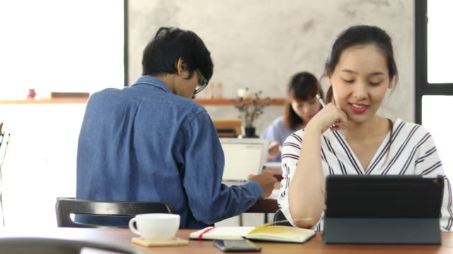 Asia Freelance Woman working in cafe