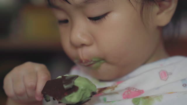 asia girl eating ice cream - macchiato video stock e b–roll