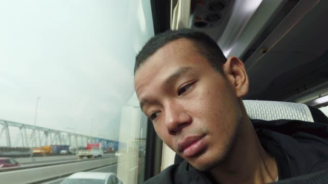 4 k アジア男はバスを心配します。 - 苦痛点の映像素材/bロール