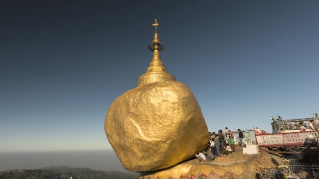 vídeos de stock e filmes b-roll de asia, myanmar, kyaiktiyo pagoda, or golden rock, at sunrise - spire