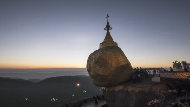 stockvideo's en b-roll-footage met asia, myanmar, kyaiktiyo pagoda, or golden rock, at sunrise - torenspits