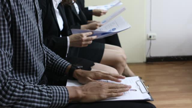 vidéos et rushes de entrevue de travail asie - recrue