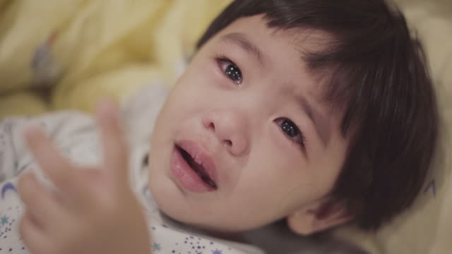 asiatisk pojke crying - endast en pojkbaby bildbanksvideor och videomaterial från bakom kulisserna