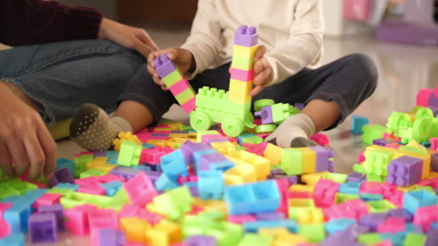 stockvideo's en b-roll-footage met slo mo aziatische baby jongen spelen blokken speelgoed - one baby boy only