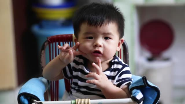asiatiska baby boy - endast en pojkbaby bildbanksvideor och videomaterial från bakom kulisserna