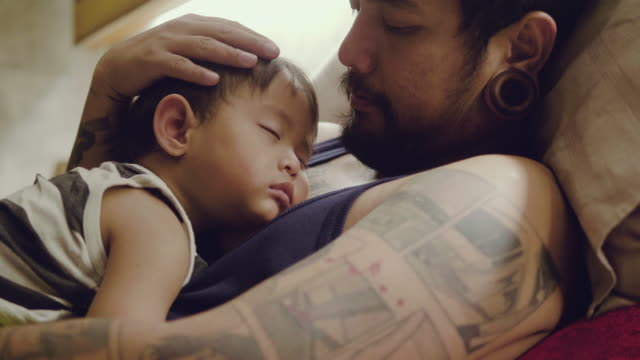 vídeos de stock e filmes b-roll de asian baby boys sleeping with father in bedroom. - bebés meninos